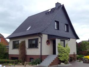 Dachsanierung mit Tondachziegeln glasiert